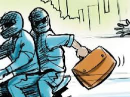 cash bag snatching from petrol pump on gun point in gannor sonipat