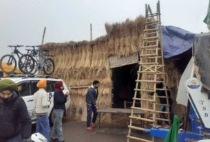 sonipat farmers prepared huts of stubble overnight to avoid cold and rain
