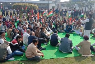 kisan andolan news today villagers of sonipat demand to agitating farmers to clear road