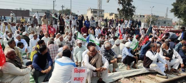 rail-track-farmer-protest