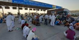 debate between farmers and police on kmp make toll plaza free again sonipat news