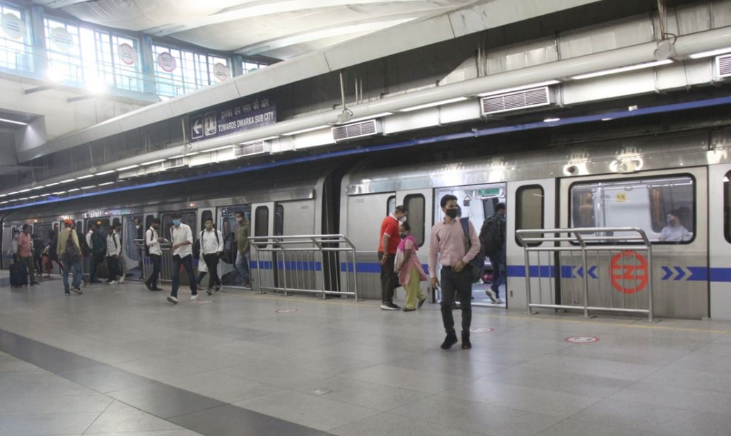 3 metro stations to remain closed on saturday in delhi due to fears of farmers agitation